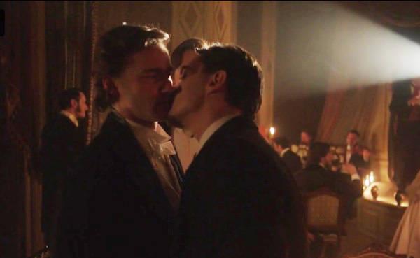 Dracula / Alexander Greyson kissing Daniel Davenport